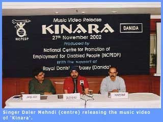 Picture of singer Daler Mehndi releasing the music video of Kinara