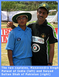 Picture of the captains of the Indian and Pakistani blind cricket teams